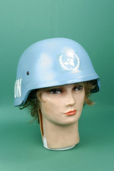 Original UN (blue helmet). Size M. Stamped 1993. With chin strap.