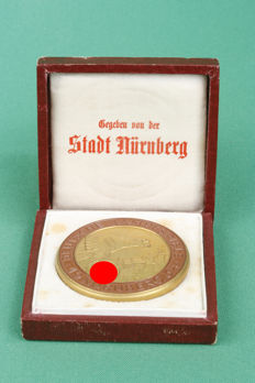 "Not portable participants Medal, 3rd Reich. German camp games. Nurnberg. 1934. Marked:  ""Hutschenreuther Selb Bavaria"". In original box. (10)"