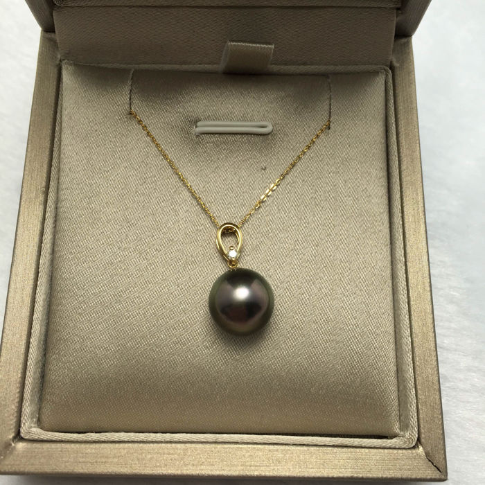 Tahitian pearl 11,3 mm and 0.03 ct diamond pendant and  necklace 18K. Pearl diameter 11.3 mm - No reserve price