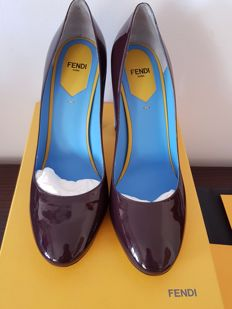 Fendi – high-heel pumps – model in burgundy patent leather and turquoise heel