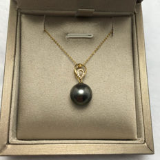 Tahitian black pearls, diamonds, gold necklace 18K, Chain length: 42-45 cm, adjustable. * no reserve price *