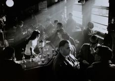 Willy Ronis (1910-2009) - Pub à Soho 1955