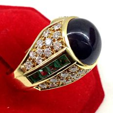 Gold ring with sapphire for 5 ct, emeralds for 0.80 ct and diamonds for 1.80 ct