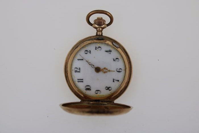 Spring lid, women's pocket watch around 1920