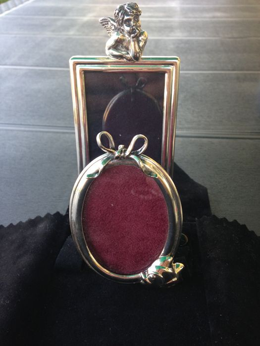 Silver frames ca. 9 x 6 cm and oval ca. 7.5 cm
