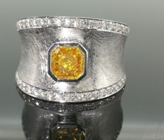 18 kt ring with intense fancy deep yellow orange diamond 0.90 ct and brilliant cut diamonds 0.50 ct – size 52