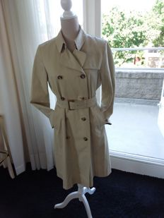 Burberry – raincoat/trench coat