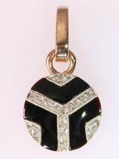 Gold Art Deco pendant with diamonds and onyx, ca.  1920