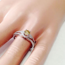 0.73 engagement ring, white gold with diamonds - Halo, fantasy colour - Size of the ring: 7.25 US