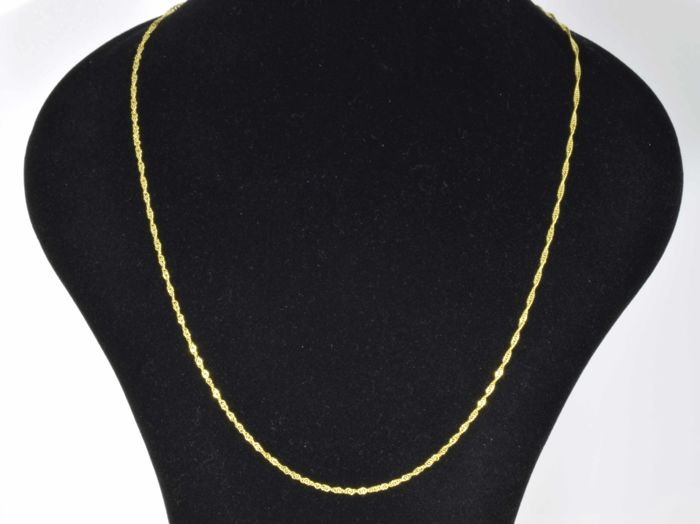 18k Gold Necklace. Chain Singapore - 55 cm. No reserve price.