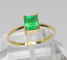 Cocktail ring in 18 kt gold with emerald – Interior diameter: 18 mm