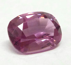 Plain pink spinel of 1.73 ct.