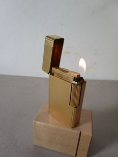 S.T. Dupont lighter - Gold plated in top condition