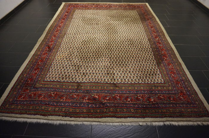 Magnificent hand-knotted Persian carpet, Sarouk Mir, 230 x 320 cm, made in Iran, best highland wool, circa 1970-1980