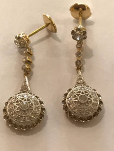 Art deco earrings made from gold, platinum and diamonds