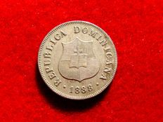 Dominican Republic – 2 1/2 copper-nickel cents, 1888. Paris. Kr 7.3. Scarce.