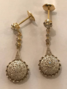 Art Deco earrings in gold, platinum and diamonds, for a total of approx. 1.10 ct