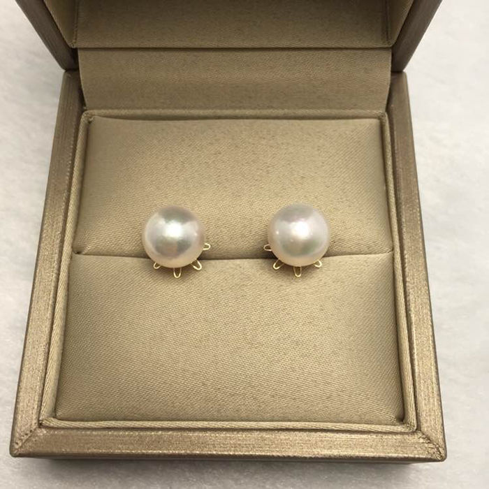 Japanese Akoya sea pearl, 18K gold earrings. Pearl diameter: 9.2 mm.No reserve price