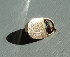 Padlock with its small key in 18 kt hallmarked pink gold which opens delicately - Collector's item monogrammed LD or SD.