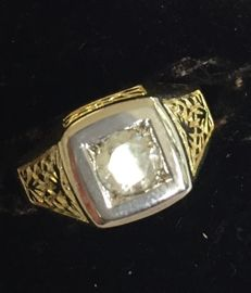 14 kt gold vintage men's ring with a diamond of 0.74 ct