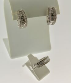18 kt White gold set inlaid with diamond, 3.43 ct, ring size: 17. Earrings: 8 x 17 mm.