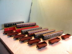 Trix Express H0 - 6 Passenger DB wagons and 8 Freight Wagons of the DB