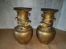 Set of handmade copper vases with dragons in relief - China - 1st half 20th century