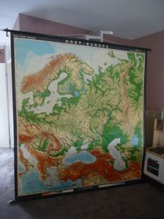 Very large physics wall map of Eastern Europe (Haack-Paincke)