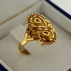 18 kt gold ring – Ring size:  16.75