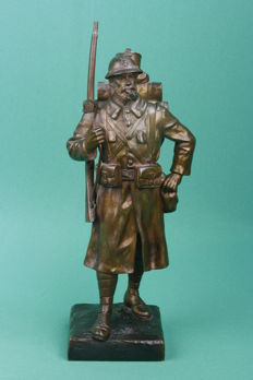 Nicely detailed statue French soldier. WWI. Approx. 28 cm high. (Bronze/Brass) Signed Carlier.