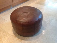 Woerdenbach – leather pouf