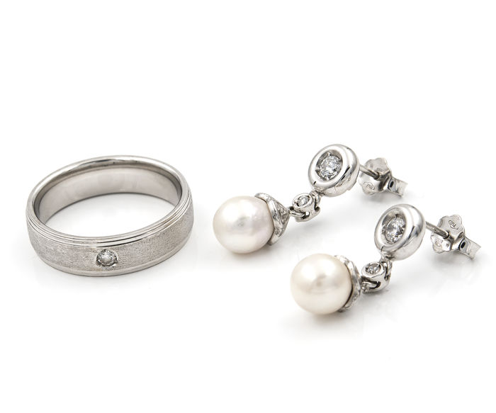 18 kt/750 white gold – Ring – Earrings – Cultured pearls – Size: 16.5 (Spain) – Earring length: 21.80 mm