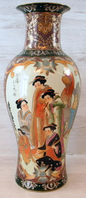 Richly decorated polychromed Satsuma vase – 62 cm – China – 1st half 20th century