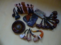 6 x meerschaum pipes, 5 meerschaum pipes, 7 diverse pipes plus various smoking accessories.