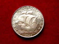 Portugal – Portuguese Republic, 2.50 escudos silver coin. Caravel type, 1942.