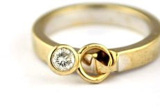 Original Design Ring with Diamond solitaire (+/-0.15ct F-G color/ SI-I Clarity) set on 18k/750 White Gold Ring - E.U Size 52* Re-sizable