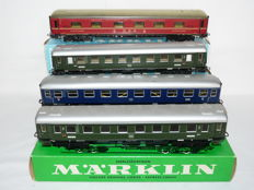 Märklin H0 - 4037/27/64 - Four D-carriages of the DB in the colours green/red/blue