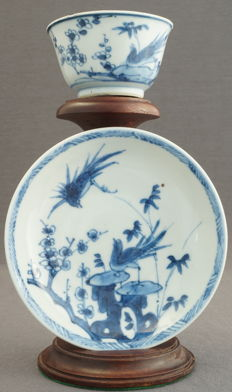 Cup and saucer with a scene depicting birds in a rocky river landscape – China – 18th century