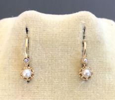 Pair of 18 kt yellow gold dormeuse earrings, ornamented with fine pearls mounted on crown - no reserve price
