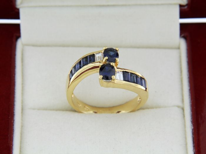 Ring with sapphires and diamonds - 18 kt gold - Size: 56 1/2 France