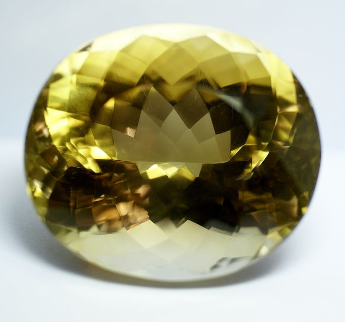 Citrine , brownish-yellow, 440.64 ct