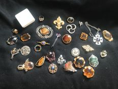 30 vintage gem polished stone Scottish themed brooches