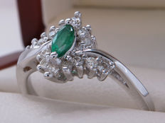 Certified gold cocktail ring with diamonds & emerald – 0.40 carat in total. **No Reserve**