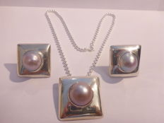 silver set .925 necklace with pendant and stud earrings set with pearl