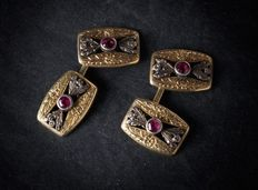 Pair of antique cufflinks in gold and silver with rubies, manufactured in the early 20th Century