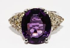 6.52 ct Ring with amethyst and diamonds - no reserve price -