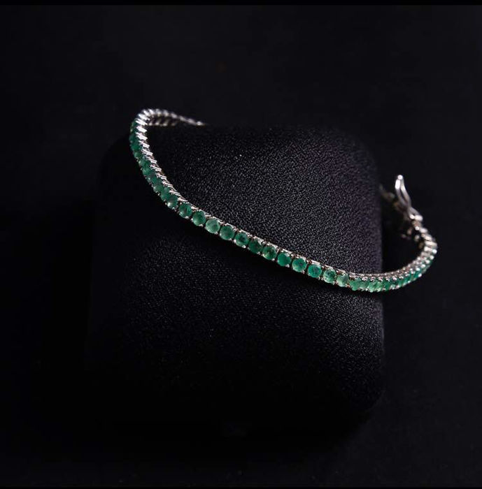 White gold river bracelet with emeralds
