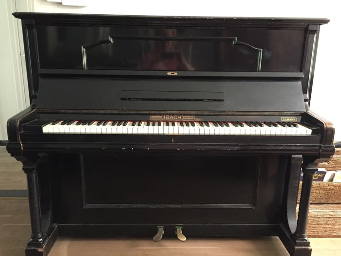 Piano, brand Ibach, serial number 89328, year of manufacture 1921-1930.