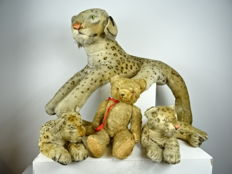 Three large Steiff leopards and a Hermann bear - Germany
