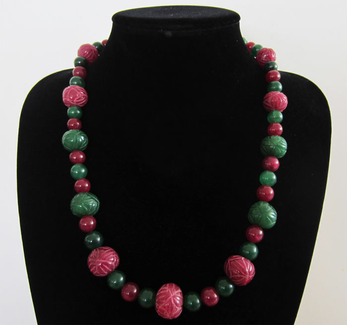 Necklace composed of emeralds and engraved rubies - 14 kt gold - total length 61 cm